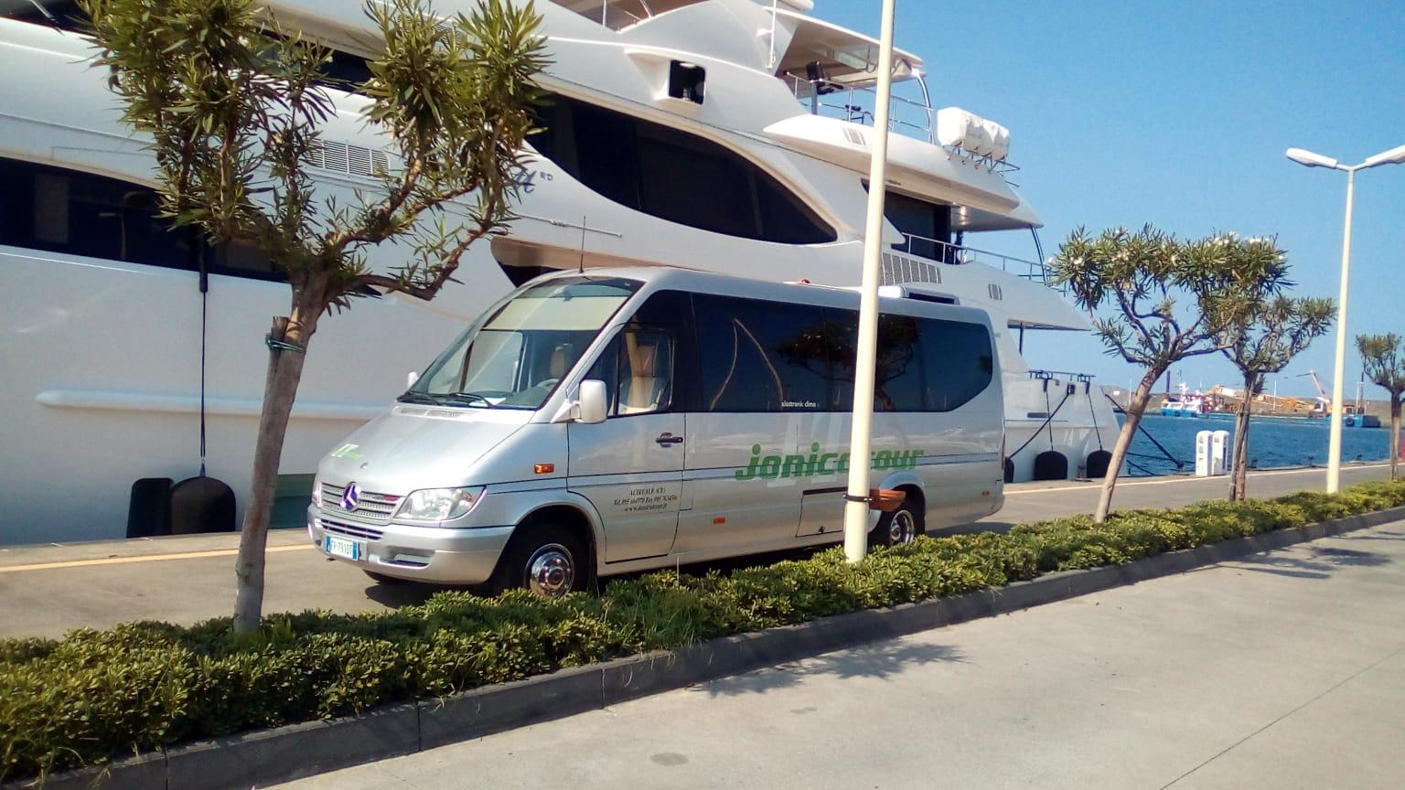 Minibus jonicatour for yatch
