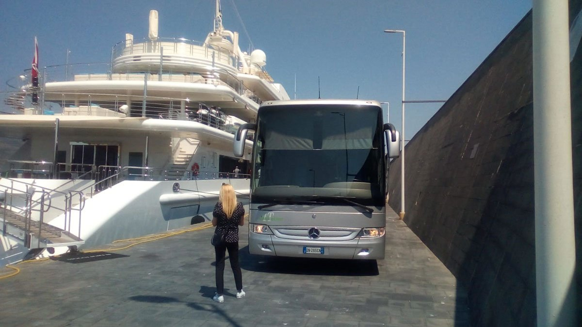 Jonicatour GT coach for cruise passengers at the port of Catania